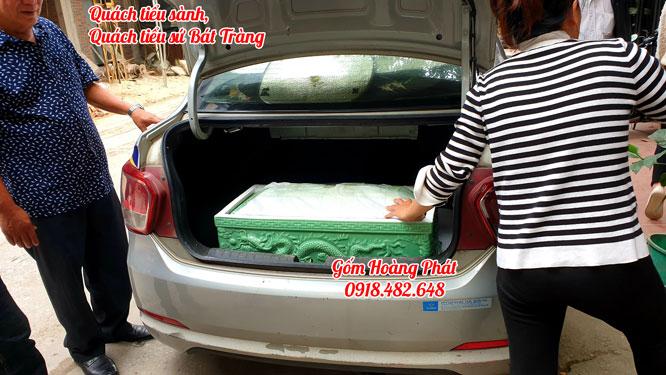 Khách hàng mua tiểu sành tại gốm sứ Hoàng Phát 3